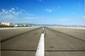 1024px-Gib_Airport_Runway